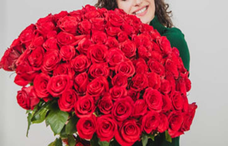 bunch-of-red-roses for Valentine's Day
